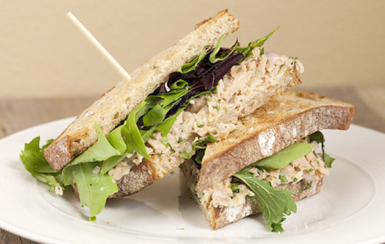 Canned tuns is ideal for sandwiches - Use this article to choose the healthiest alternative