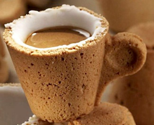 The edible coffee cup offers a range of tastes that increases the enjoyment of the coffee. There is no waste.