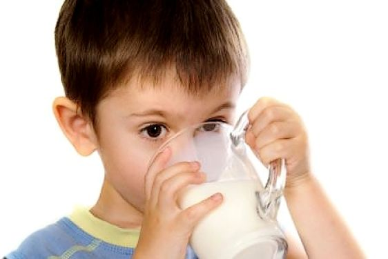 Discover what the experts recommend for milk consumption by infants